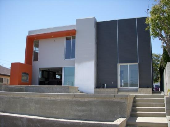 modern  homes back yard