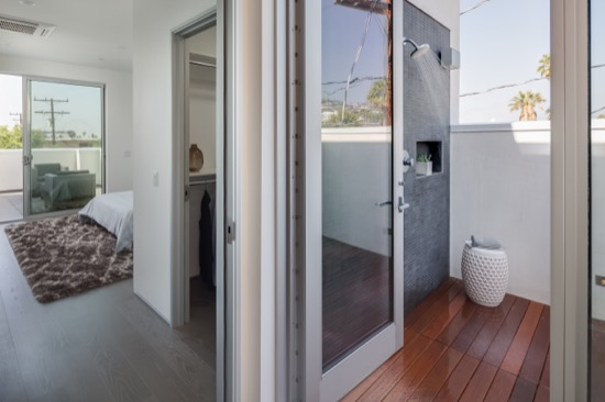 Modern_home_outdoor_shower_los_angeles.jpg