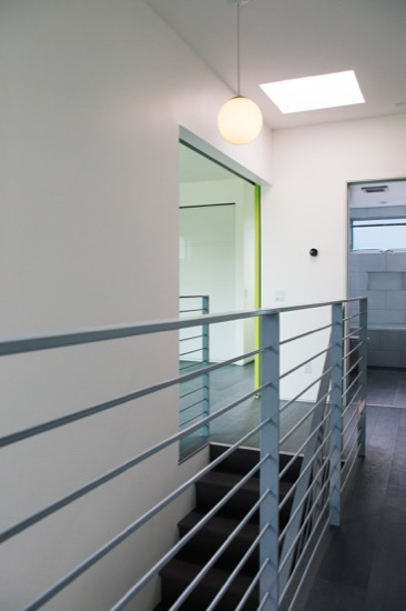 Modern_Architecture_Home_Hall_Metal_railing